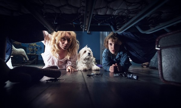 the-babadook-looking-under-bed-images-2015-600x360