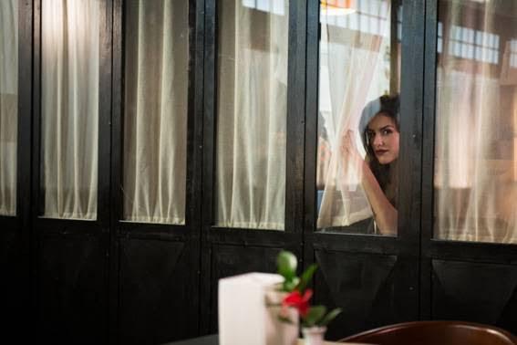 Auditora Cristina, interpretada por Kéfera, incorpora espiã em cena de 'Gosto Se Discute'