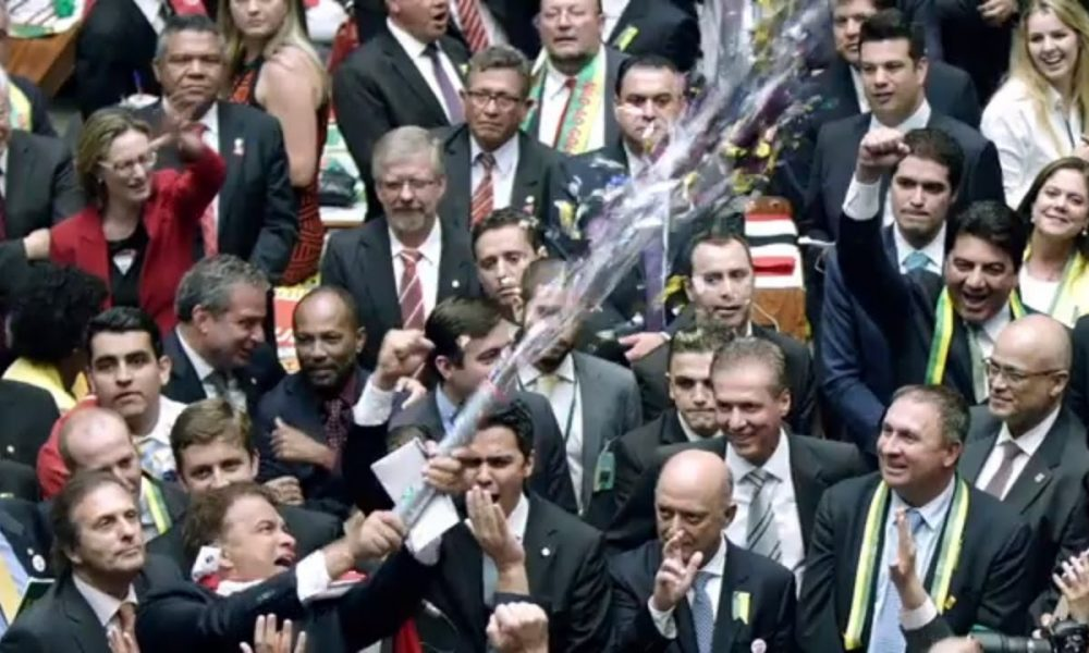 """Documentário que retrata do Congresso Nacional, """"Excelentíssimos"""", participará da Première Brasil: Hors Concours"""