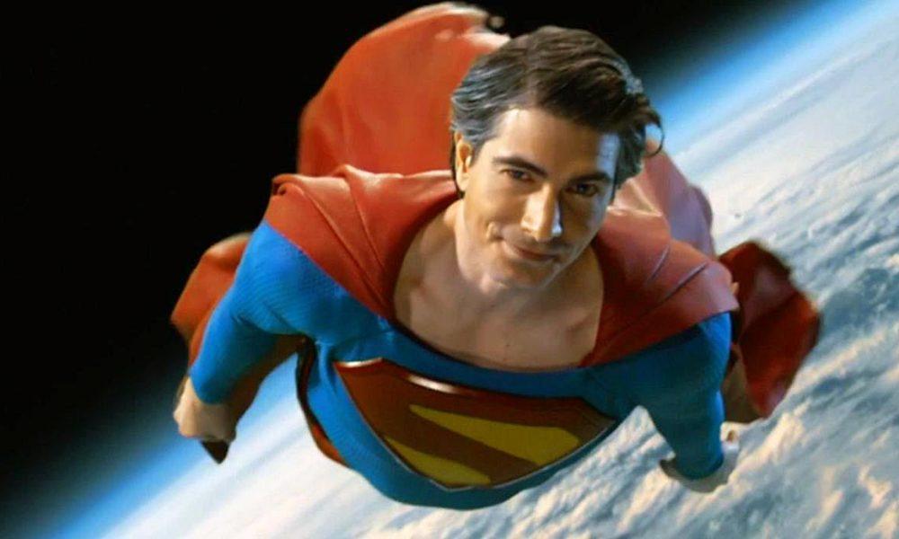 Superman com Honra e Glória nas mãos de George, Christopher e Brandon.